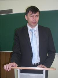 Выступает профессор Р.М.Шамионов